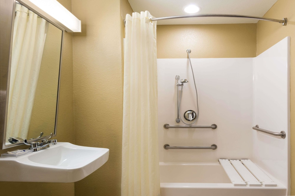Bathroom, Microtel Inn & Suites by Wyndham San Antonio by SeaWorld