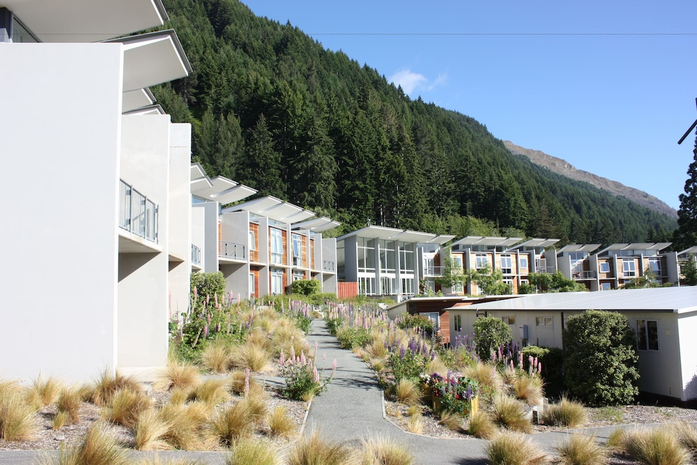 Property Grounds, Queenstown Lakeview Holiday Park