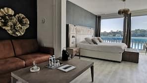 Safe på rommet, strykejern/-brett, wi-fi (inkludert) og sengetøy