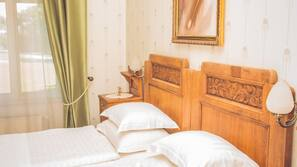 Pillow top beds, in-room safe, desk, free WiFi