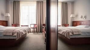 Minibar, Zimmersafe, Verdunkelungsvorhänge, Bügeleisen/Bügelbrett
