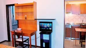 可存放笔记本电脑的保险箱、书桌、婴儿床(额外收费)、折叠床/加床(额外收费)