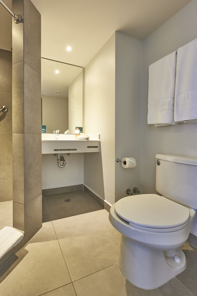 Bathroom, City Express Junior Cancun