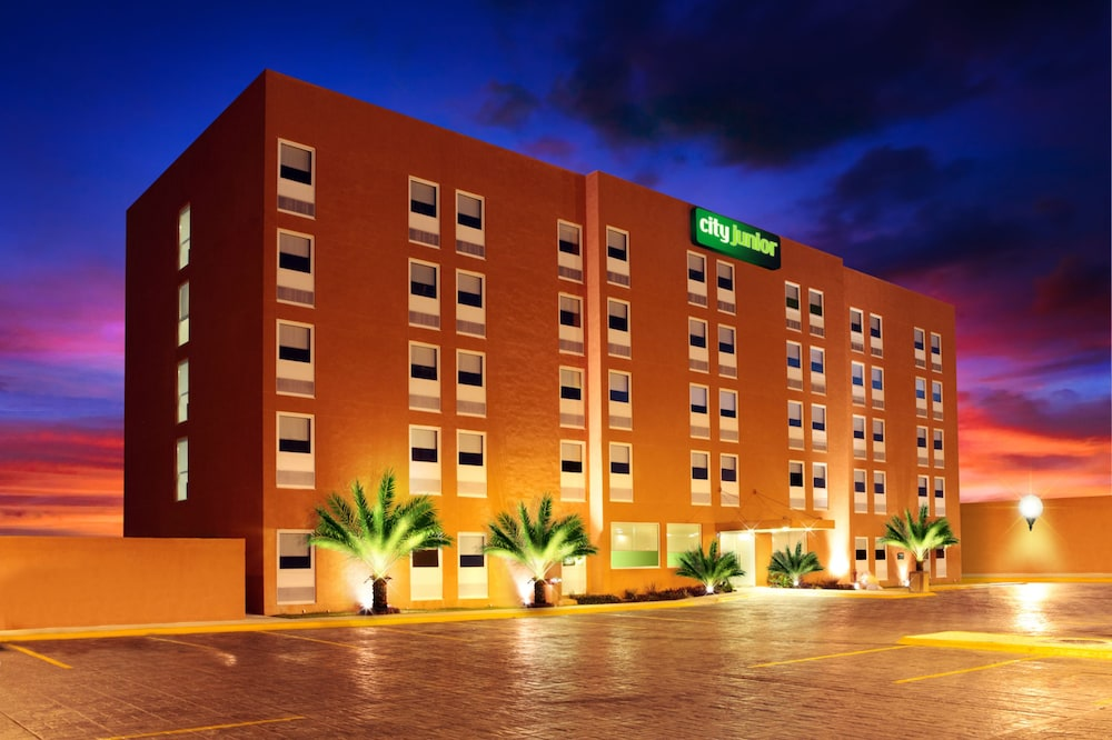 Front of Property - Evening/Night, City Express Junior Cancun