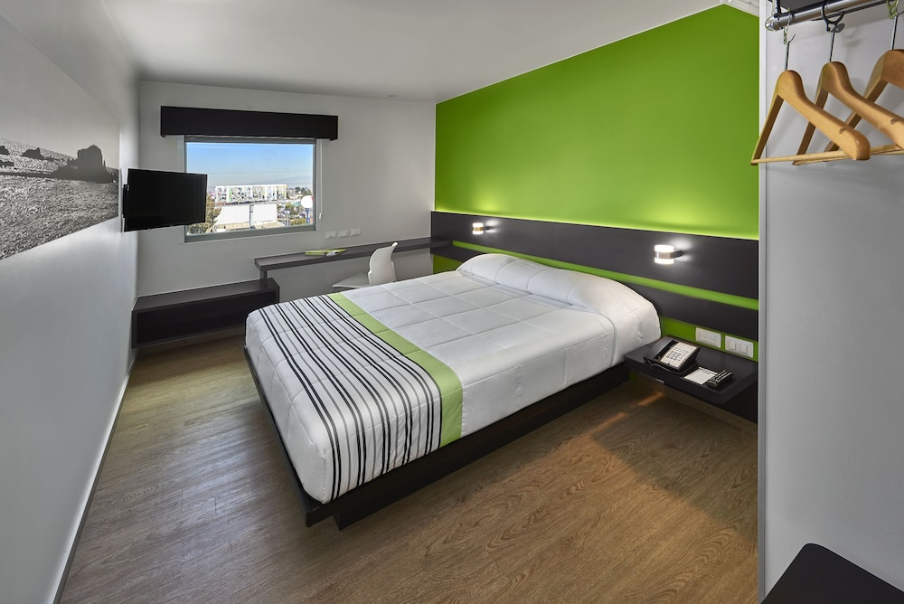 Room, City Express Junior Cancun