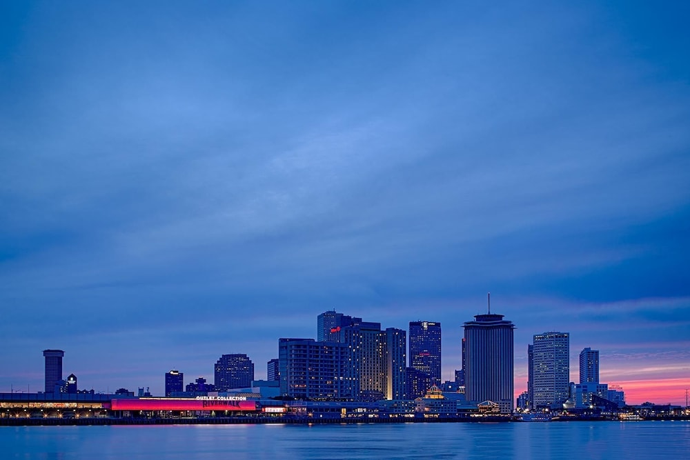 Book federal city inn suites new orleans hotel deals for Hotels close to mercedes benz superdome