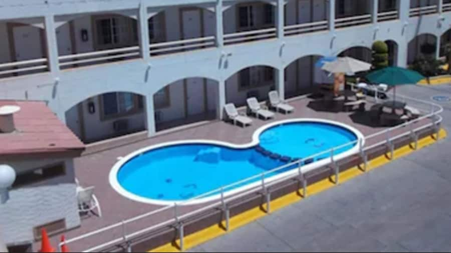 Hotel Pueblito Inn