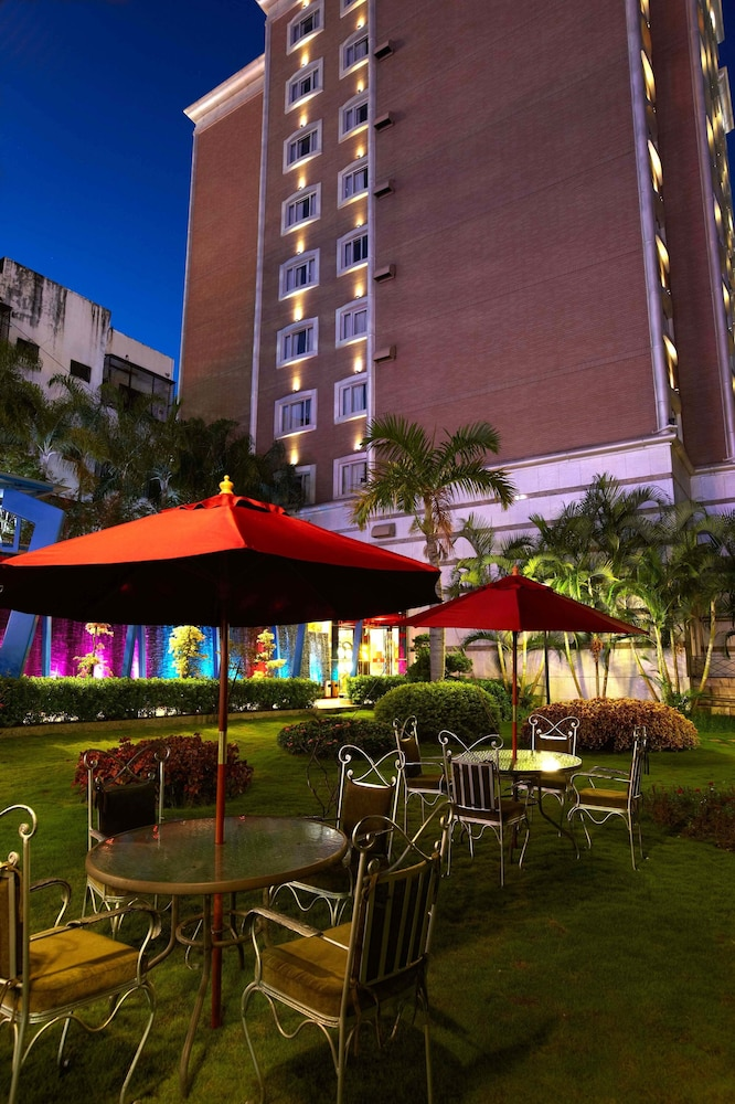 Hualien charming city hotel hualien twn expedia for Quaint hotel