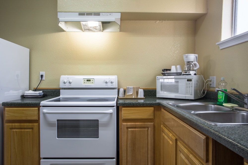 Private Kitchen, Pinn Road Inn and Suites