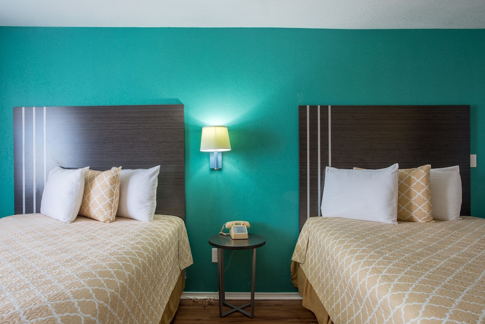Room, Pinn Road Inn and Suites
