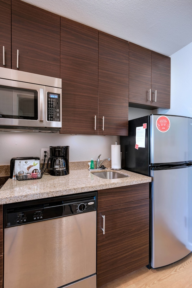 Private Kitchen, TownePlace Suites Monroe