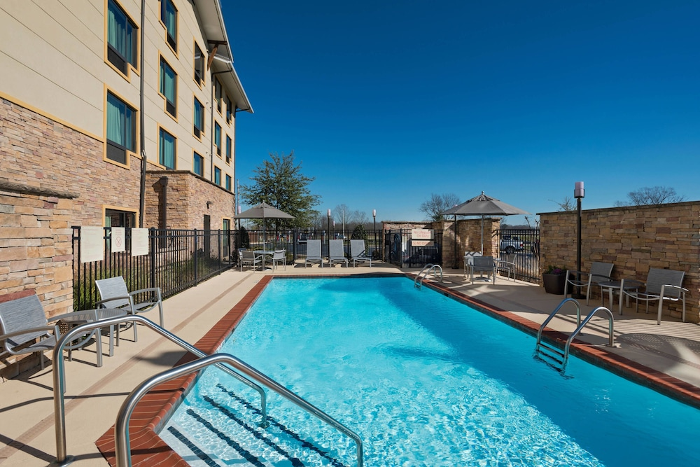 Outdoor Pool, TownePlace Suites Monroe