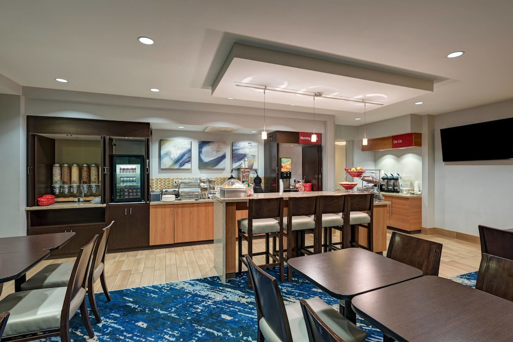 Breakfast Area, TownePlace Suites Monroe