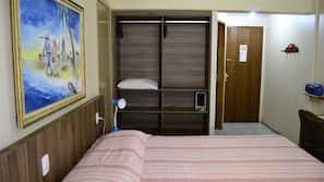 Frigobar, cofres nos quartos, individualmente decorados, escrivaninha