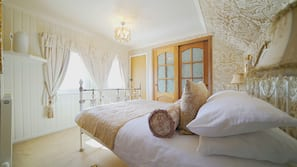 Pillow-top beds, individually decorated, individually furnished