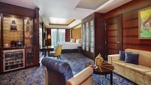 Bộ đồ giường cao cấp, nệm cao su hoạt tính (memory foam), minibar