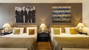 필로우탑 침대, 미니바, 객실 내 금고, 각각 다르게 꾸며진
