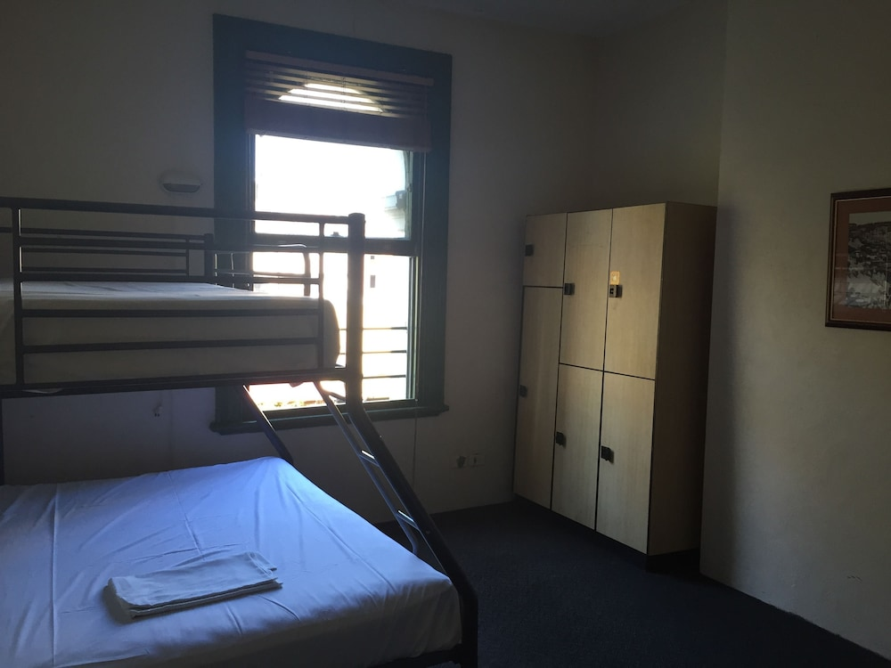 backpacker accommodation newcastle nsw