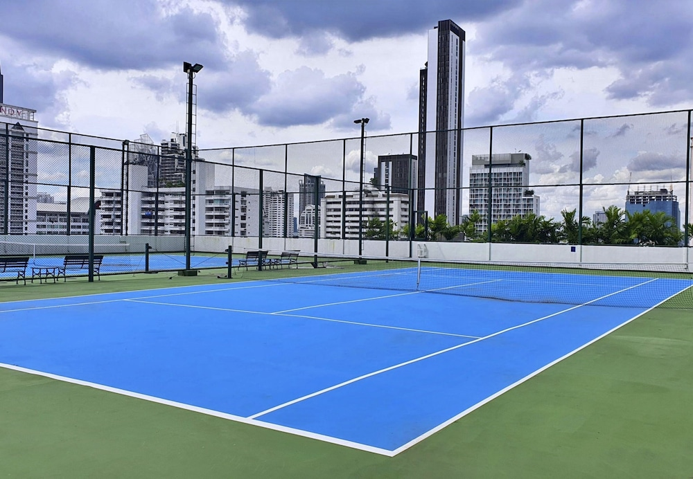Tennis Court, Grande Centre Point Hotel Terminal 21