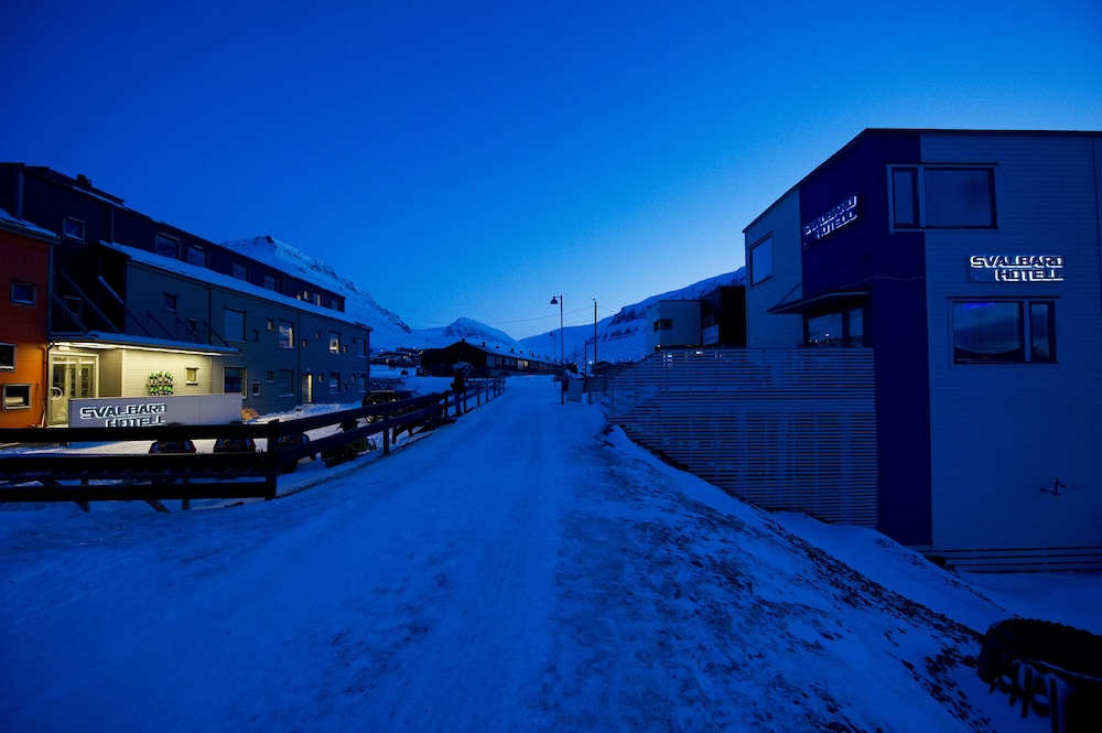 Front of Property - Evening/Night, Svalbard Hotell | Polfareren