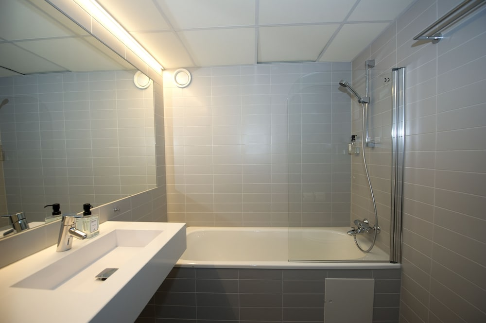 Bathroom, Svalbard Hotell | Polfareren