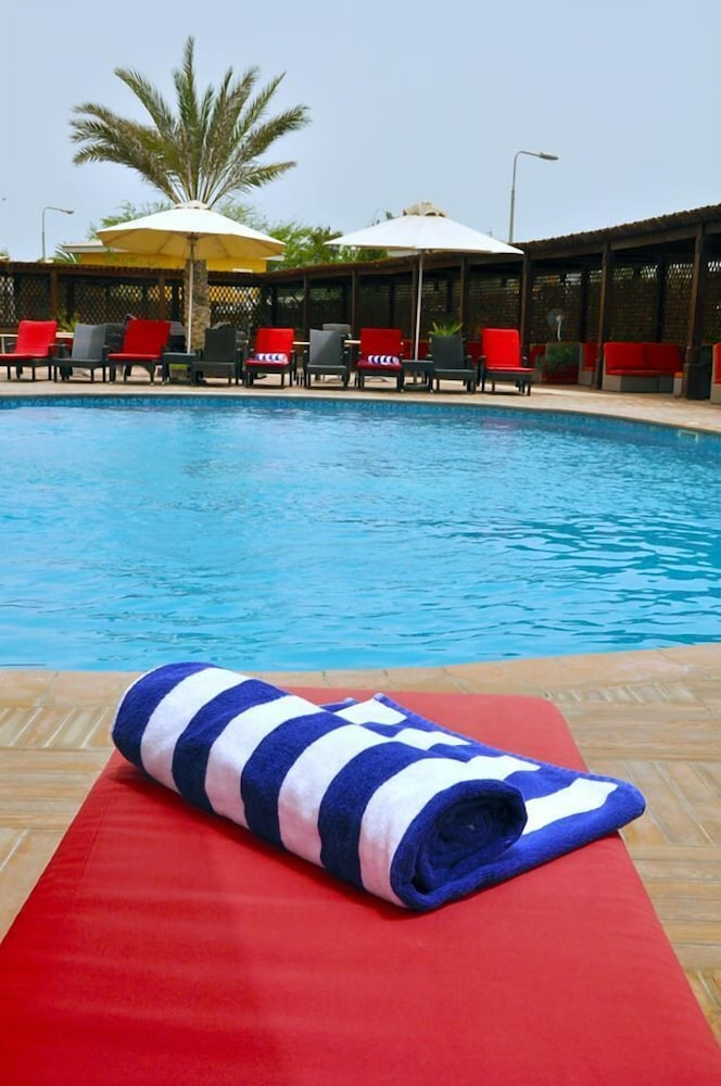 Outdoor Pool, Acacias Hotel