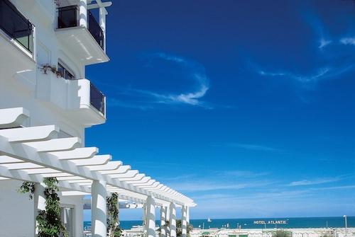 Riccione hotels view 144 cheap hotel deals travelocity - Bagno 99 riccione ...