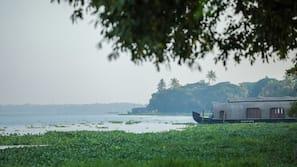 หาดส่วนตัว, รถรับส่งชายหาด (คิดค่าบริการ), เรือยนต์, การตกปลา
