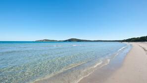 Plage à proximité, sable blanc, 10 bars de plage