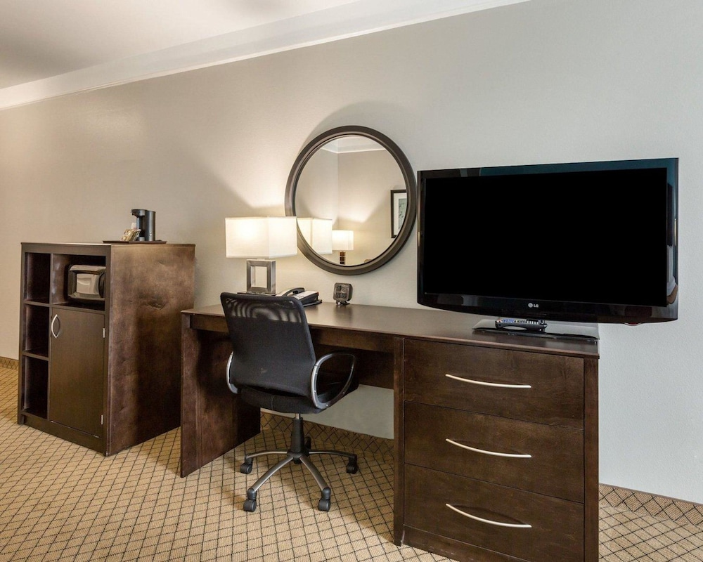Room, Comfort Suites at Katy Mills