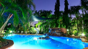 2 outdoor pools, pool loungers