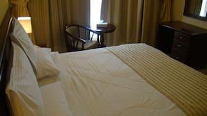 Materassi a doppio strato, con arredamento individuale, una scrivania