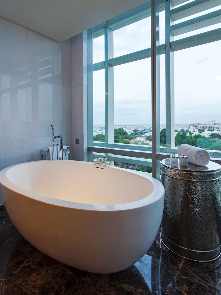 Deep Soaking Bathtub, Park Hyatt Hyderabad