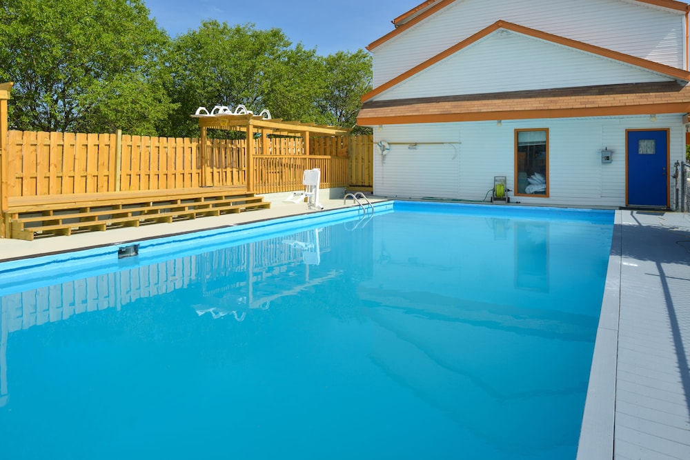 Outdoor Pool, Americas Best Value Inn & Suites Branson - Near the Strip