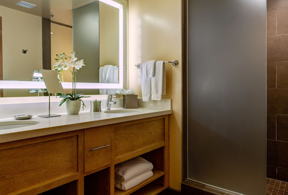 Bathroom, Inn at the 5th