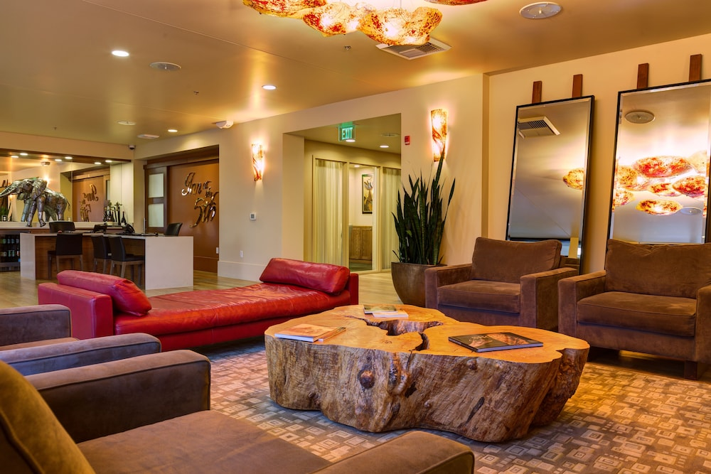 Lobby Sitting Area, Inn at the 5th