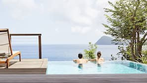 10 outdoor pools, sun loungers