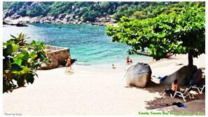 Am Strand, Liegestühle, Massagen am Strand, Schnorcheln