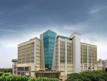 Mahagun Sarovar Portico Suites