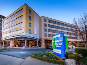 Holiday Inn Express and Suites Stamford, an IHG Hotel