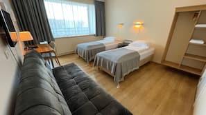窗簾、嬰兒床 (收費)、免費 Wi-Fi、床單