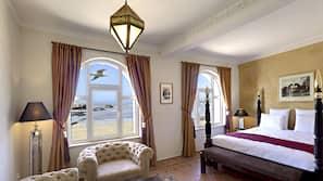 Hochwertige Bettwaren, Zimmersafe, individuell dekoriert