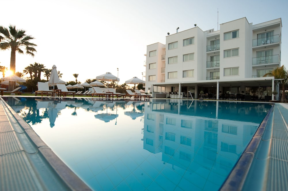 Outdoor Pool, Frixos Suites Hotel Apts