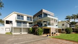 By the Bay Beachfront Apartments - Coopers Beach Hotels