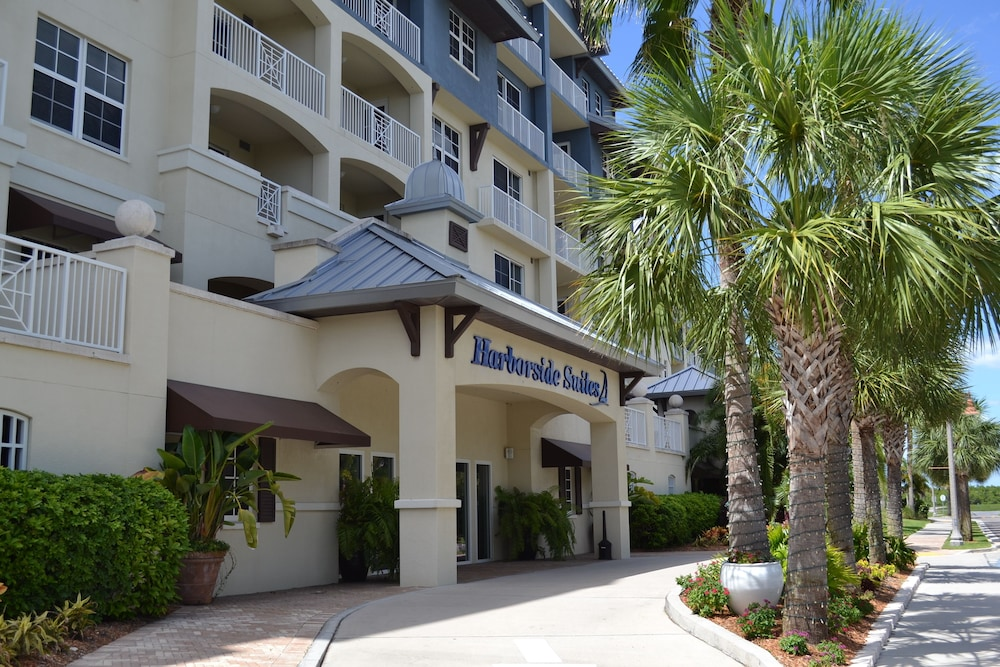 Front of Property, Harborside Suites at Little Harbor