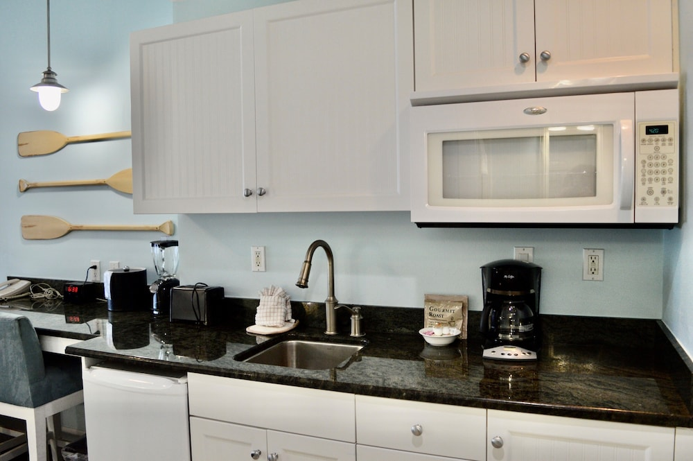Private Kitchenette, Harborside Suites at Little Harbor