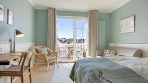 Premium-sengetøj, pengeskab på værelset, skrivebord