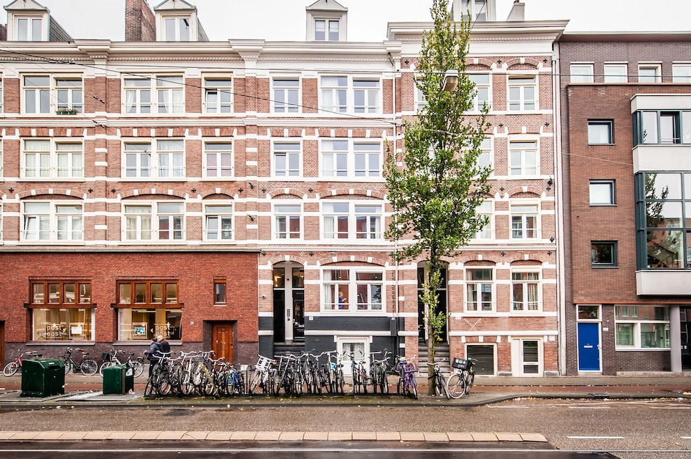 East quarter apartments reviews photos rates for Amsterdam low cost hotel