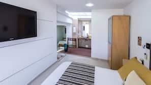 Minibar, caja fuerte, escritorio y sistema de insonorización