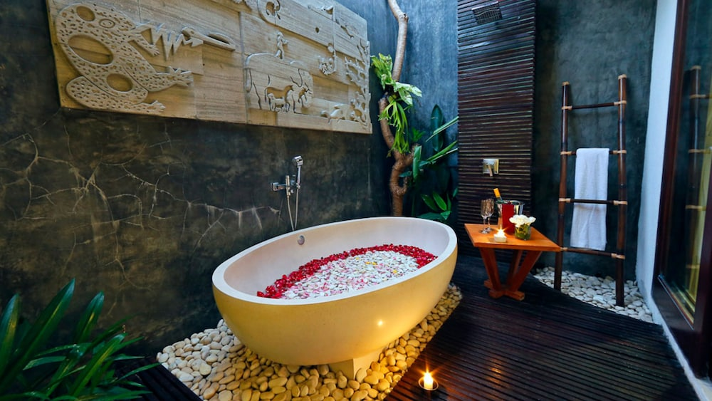 Deep Soaking Bathtub, Chandra Bali Villas